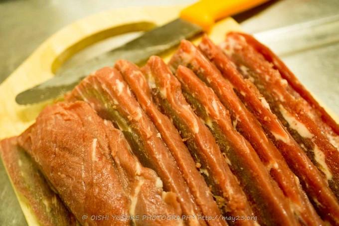 牛肉をスライスに